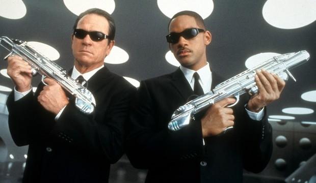 Muži v čiernom 2